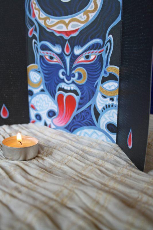 Godin Kali op je altaar
