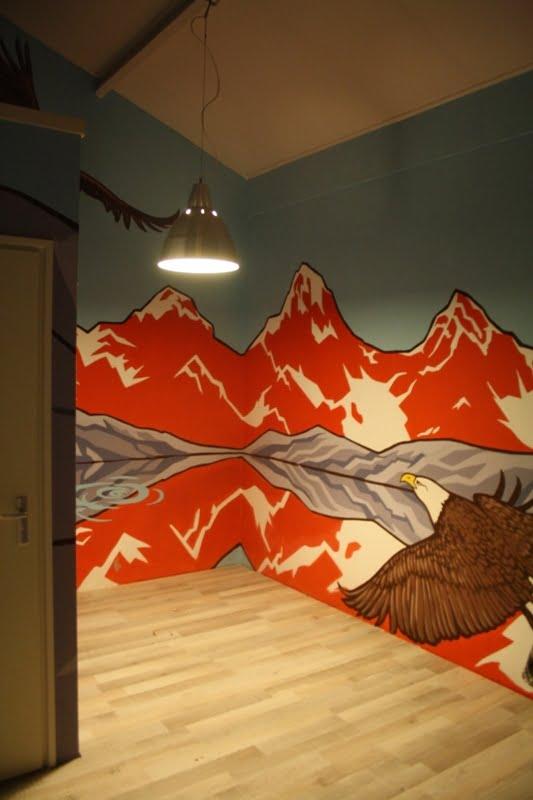 Atelier Aandacht - muurschildering met berglandschap en totemdieren