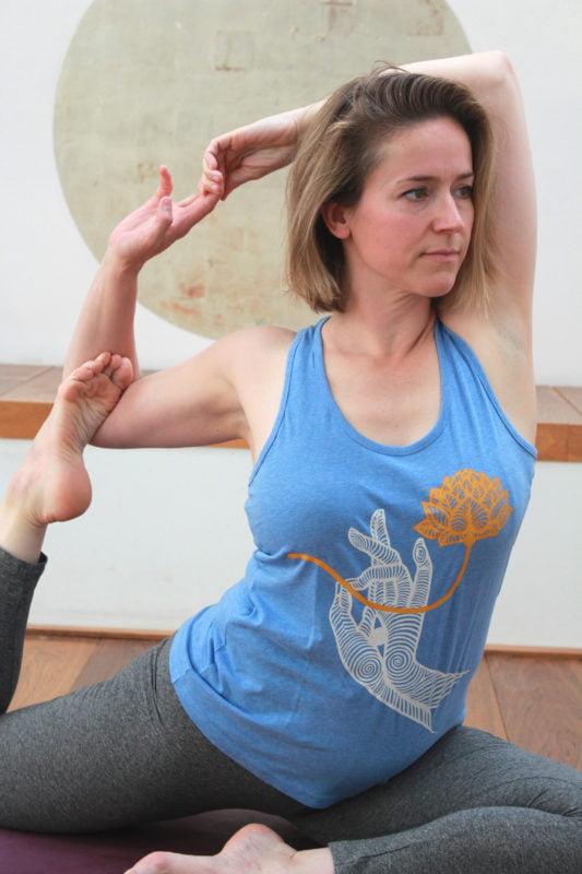 Yoga Singlet met ecologische print: de Tara houdt de lotus van puurheid op je hart